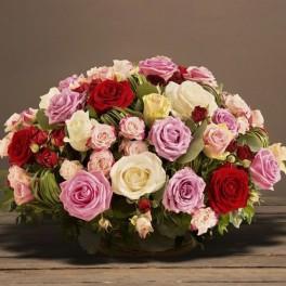 panier de roses multicolores deuil interflora corse. Black Bedroom Furniture Sets. Home Design Ideas