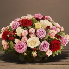 Panier De Roses Multicolores Deuil Interflora Corse